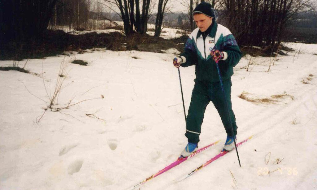 laitevalmistajan edustaja hiihtamassa suomessa
